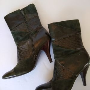 Nine West green crocodile leather mid boots size 8